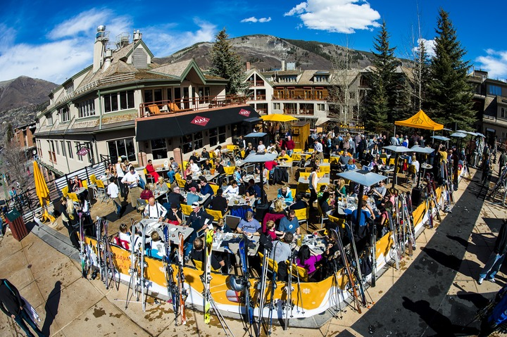 Ajax Tavern during Apres