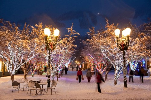 People out shopping on the snow-covered streets of Aspen in the winter.